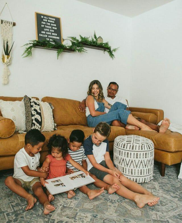 Carolina Andes y su familia disfrutan de la sección de bronceado Sven Charme.